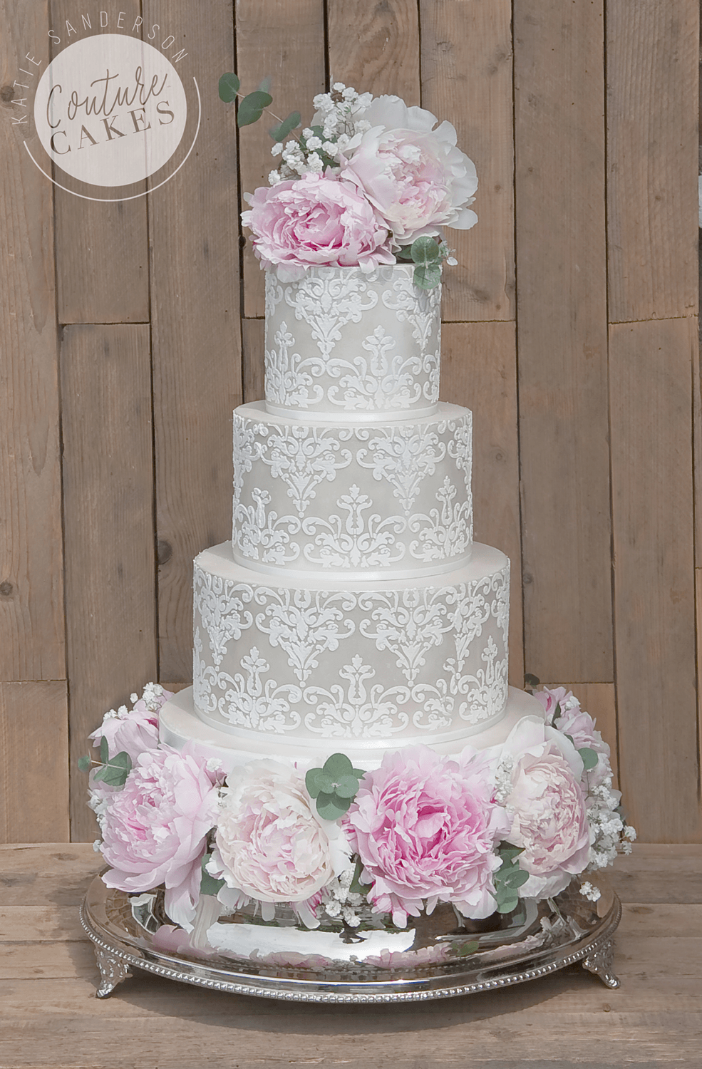 Categories : Modern - Couture Cakes