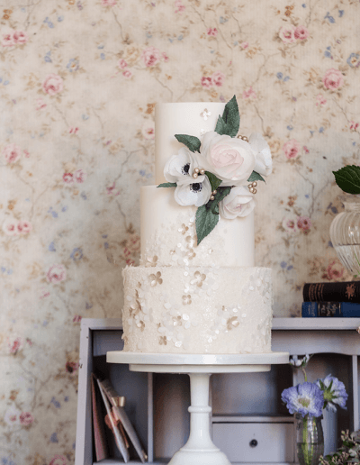 couture-cakes-etheral-classic-romance-photoshoot-1