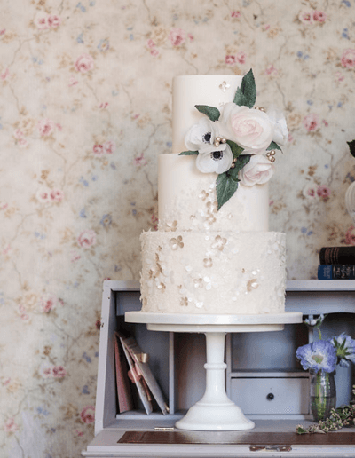 couture-cakes-etheral-classic-romance-photoshoot-2