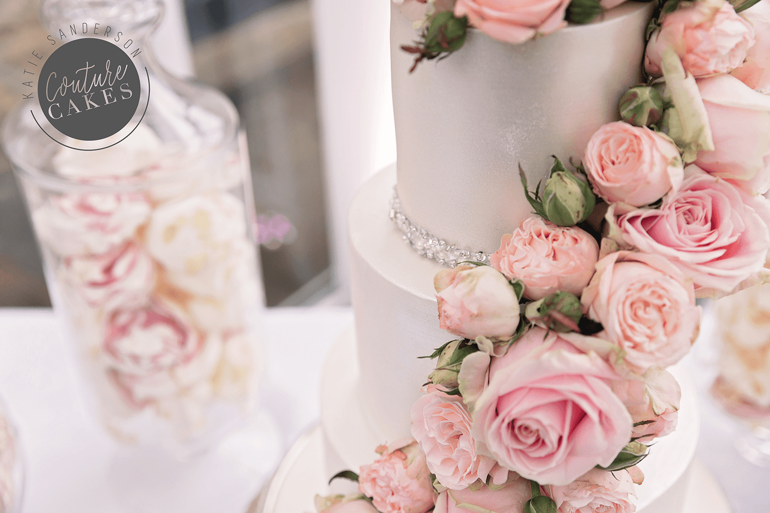 cascading-rose-dessert-table